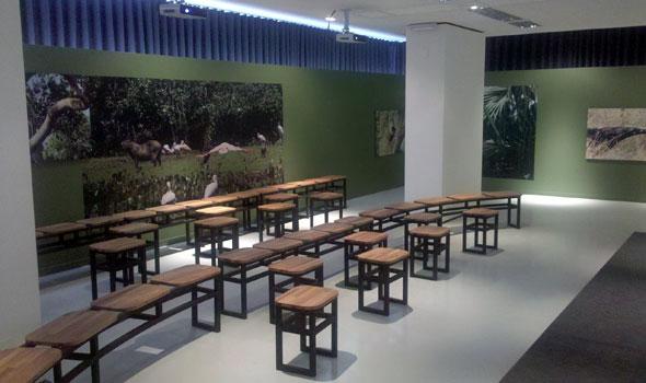 Sala de exibição do audiovisual (museografia: Paulo Schmidt)